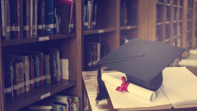 学歴マウントとは何?卒業大学を自慢話にする心理と周りの反応を調査1